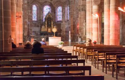 Adoration_Eucharistique_01