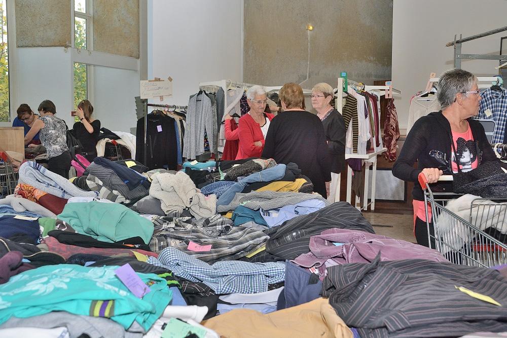 Centième_Bourse_aux_Vêtements (1)