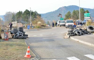 Gilets_Jaunes_Evacuation_Rond-Point_Hellieule (4)