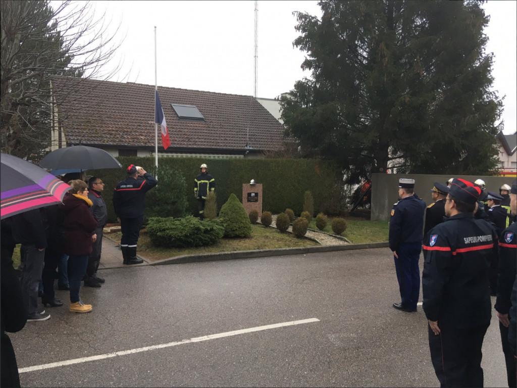 Vosges – Une minute de silence en hommage aux sapeurs-pompiers décédés en Nouvelle-Calédonie et à Paris