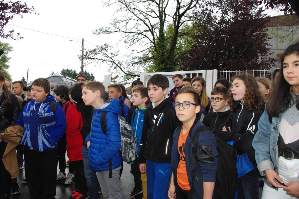 Monter_Descendre_Bus_Collège_Souhait (1)