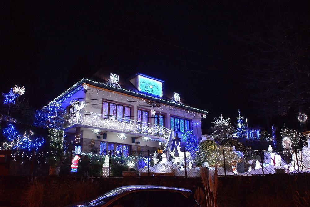 Pendant la période des fêtes, la propriété déodatienne de Maryse et Philippe Toussaint s'illumine de mille feux !