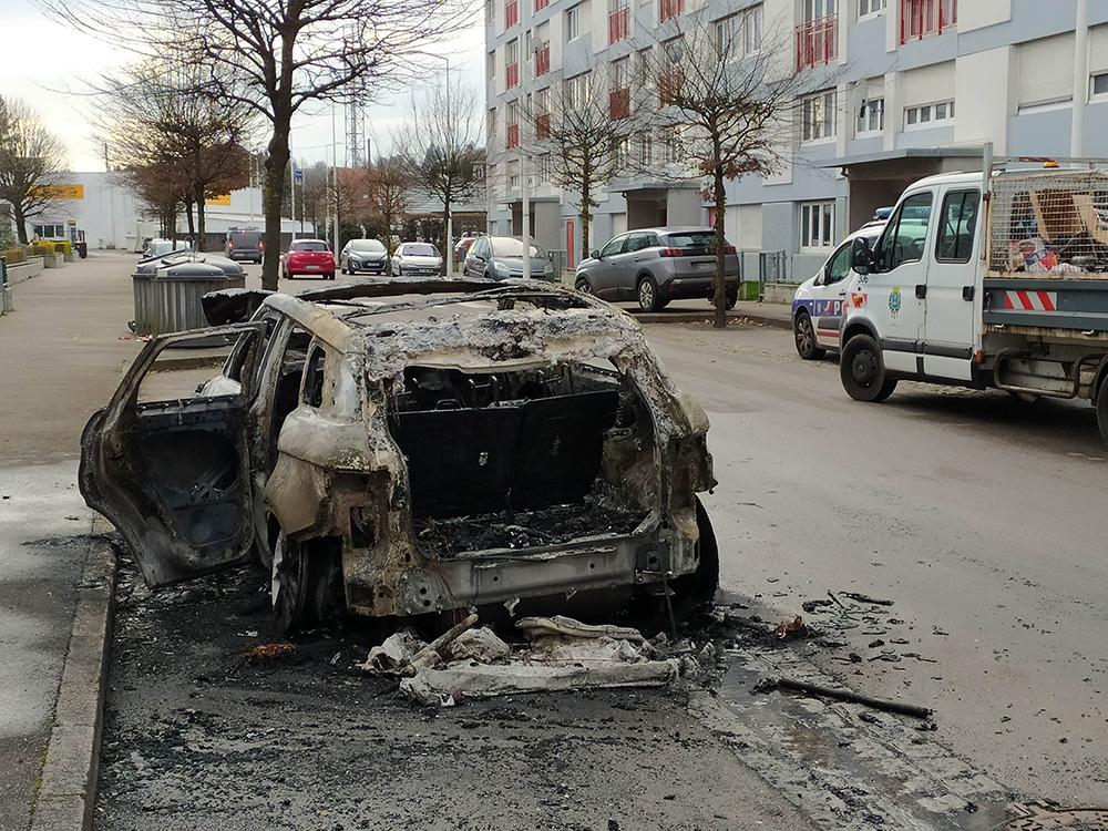 Voiture_Incendiée_Kellermann_03012020