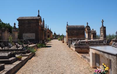 cemetery-1521726_1920-400x255